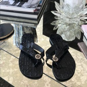 Tory Burch 8 Thora Black Silver Leather Flipflops